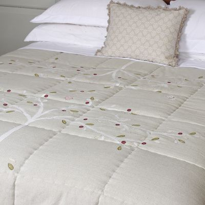 Handmade embroidered quilt - 100% cotton with polyester filling. Linen Applique.