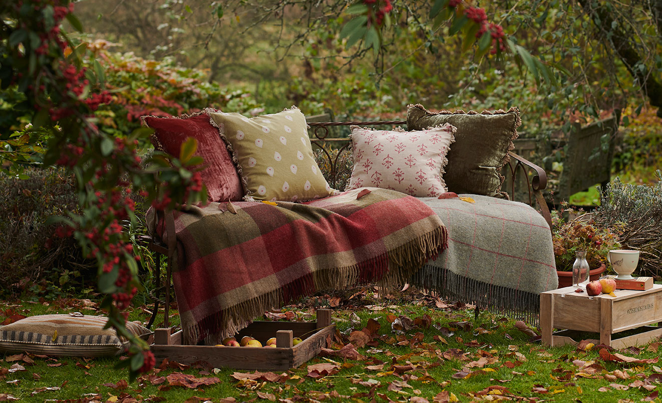 Astounding Outdoor Living Garden Furniture Cushions Picnic Mats And Download Free Architecture Designs Grimeyleaguecom